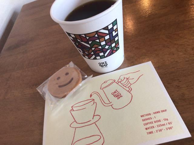 オニバスコーヒーのコーヒーとクッキー