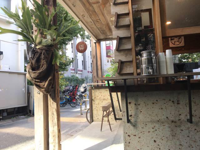 オニバスコーヒーのベンチ