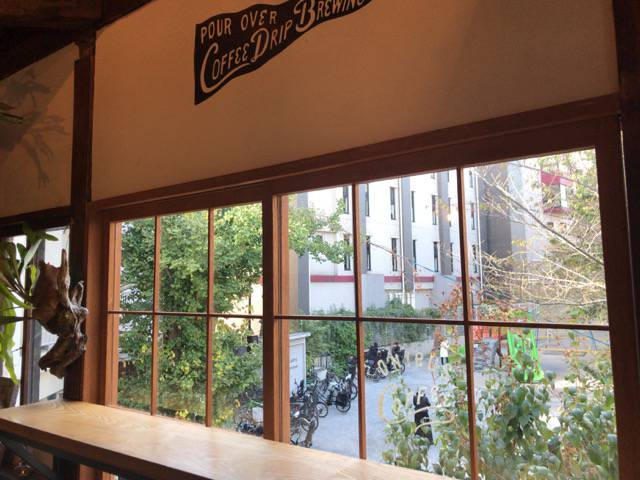 オニバスコーヒー窓際の席