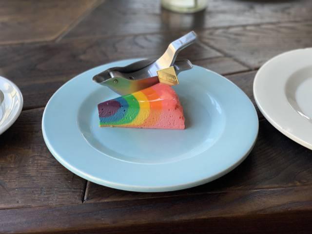 エーワークスのレインボーチーズケーキ
