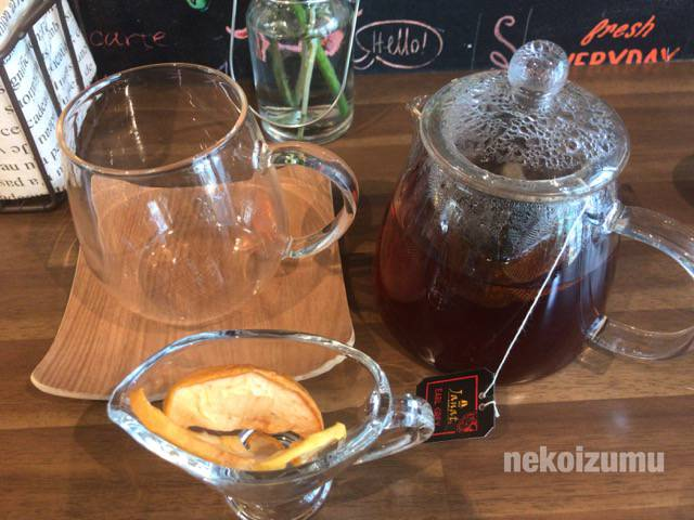 紅茶と自家製のドライフルーツ