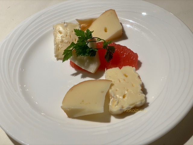 チーズの盛り合わせ2種類